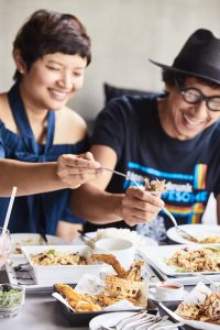 Greyhound Cafe Hua Hin เกรฮาวด์ คาเฟ่ หัวหิน กับ โลเล ทวีศักดิ์