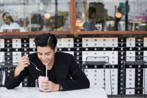 Greyhound-Cafe-Pattaya-Bank-Thiti