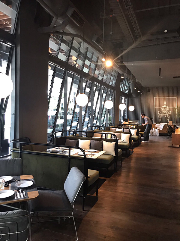 Greyhound cafe grand Indonesia west mall
