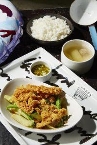Greyhound-Cafe-Pattaya-คะน้าปลาอินทรีย์เค็มฟู