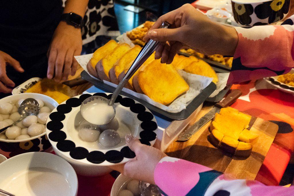 Happy-Toast-And-Bua-Loy